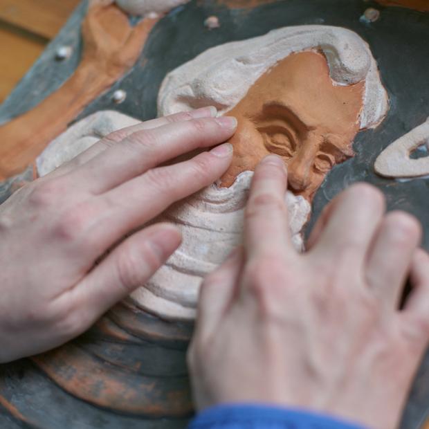 Экспонат руками трогать: как в Беларуси создают картины для незрячих — Як усё працуе на The Village Беларусь