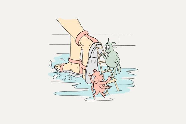 «Ці небяспечна насіць абутак без шкарпэтак?» — Ёсць пытанне на The Village Беларусь