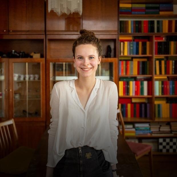 «Здесь нельзя ничего менять»: Внучка олимпийского чемпиона о жизни в квартире своего деда в центре — Кватэра тыдня на The Village Беларусь