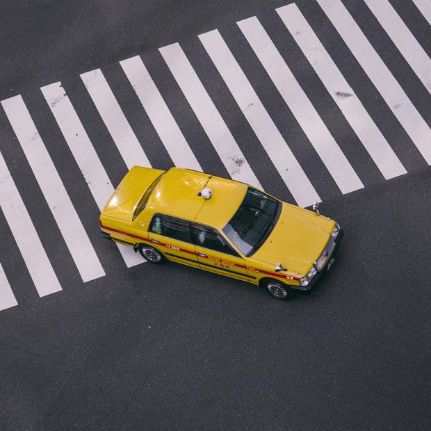 «Мы забыли у вас алкогол. Подвезите, пажаллуст»: Собрали смешные отзывы пассажиров Uber