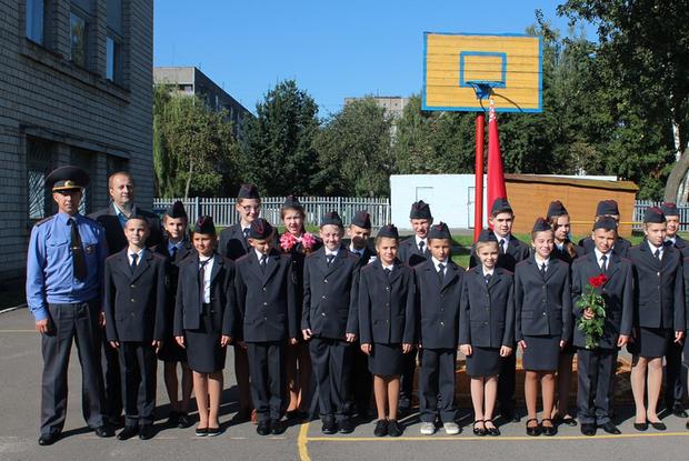 «Детей заставляют любить режим»: Беларусы решают, как спасти детей от воспитания силовиками в школе — Што робiцца на The Village Беларусь
