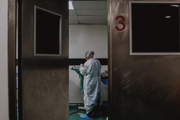 «Думали, умрет 66 тысяч беларусов»: Британцы приехали выяснить, как беларусы пережили коронавирус — Што робiцца на The Village Беларусь