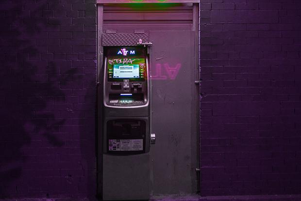 Когда банкомат спрашивает, печатать ли чек, выберите «нет»: Почему стоит отказаться от чеков