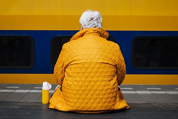 «Я отдал своего старика в интернат»: Истории детей, которые определили родителей в дома престарелых — Асабiсты вопыт на The Village Беларусь