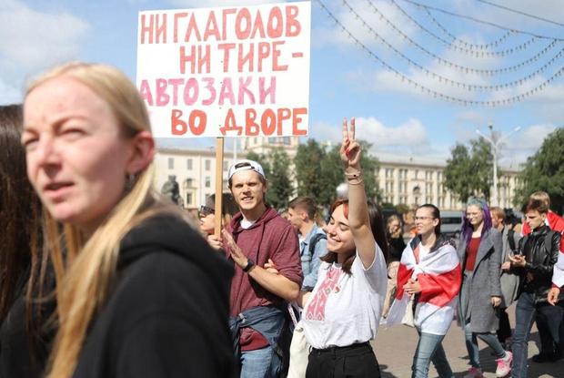 «Наша учительница забаррикадировалась»: Родители, которые не повели детей в школу в знак протеста — Асабiсты вопыт на The Village Беларусь