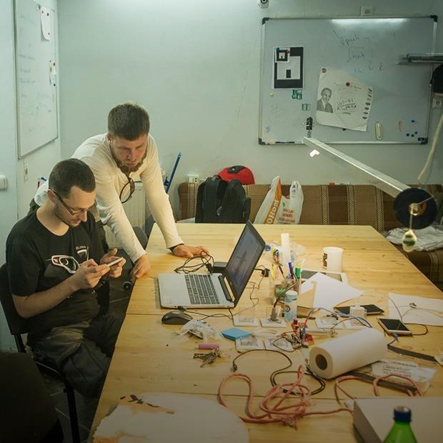 «Нам пишут с просьбами взломать аккаунт»: группа гиков создала хакерспейс — Тэхніка на The Village Беларусь