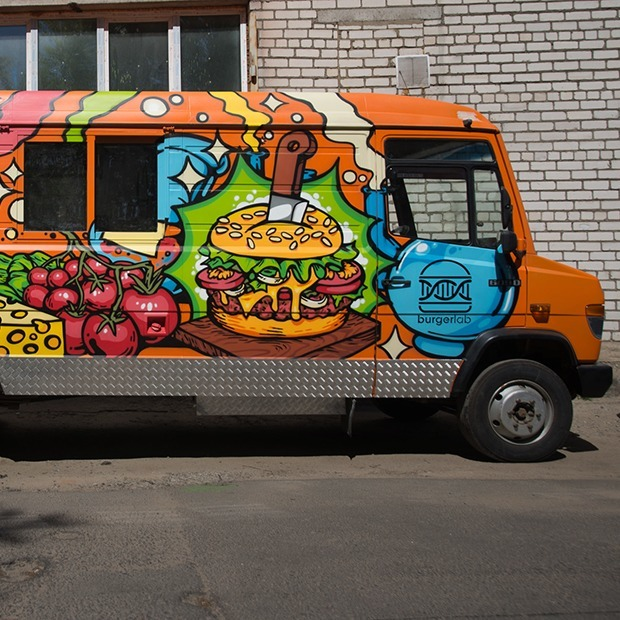Завтра начнет работать бургерная на колесах, собравшая рекордную сумму краудфандингом  — Новае месца на The Village Беларусь