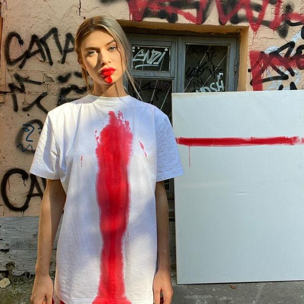 «Протестный стрит-стайл»: Как были одеты модные беларусы на вчерашнем Марше — Знешні выгляд на The Village Беларусь