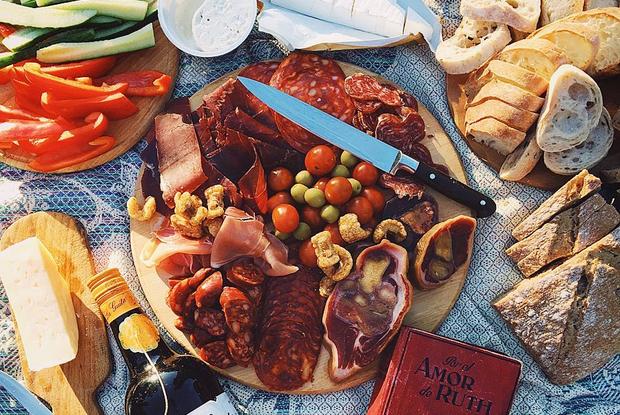 5 крутых рецептов вместо шашлыка на пикнике: Советы шеф-поваров и фуд-блогеров — Рэцэпты кухараў на The Village Беларусь