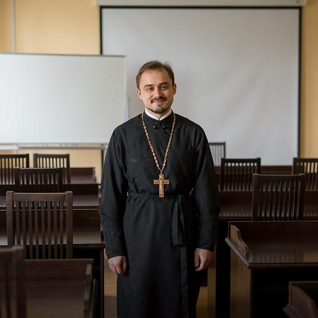 «Можно ли накладывать фильтр на икону и изгнать бесов по скайпу?»: 16 наивных вопросов священнику — Інтэрв'ю на The Village Беларусь