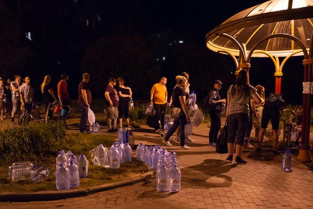 «Минскводоканал желает вам любви, мира и говна»: Как соцсети смеются над вонючей водой в Минске