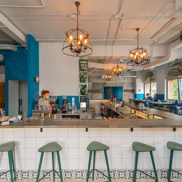 «Меня постоянно хейтят»: Владелица «Винного шкафа» открывает новое заведение IZI Bar — Новае месца на The Village Беларусь