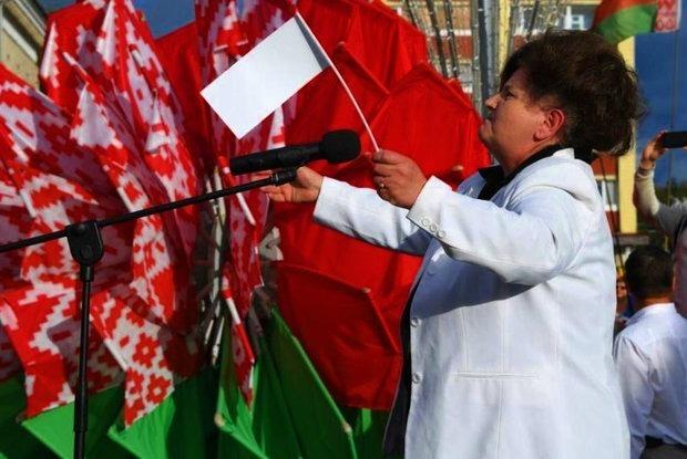 «Вам труба»: Как власти хотят привить любовь к красно-зеленому флагу, но лажают — и выходит наоборот