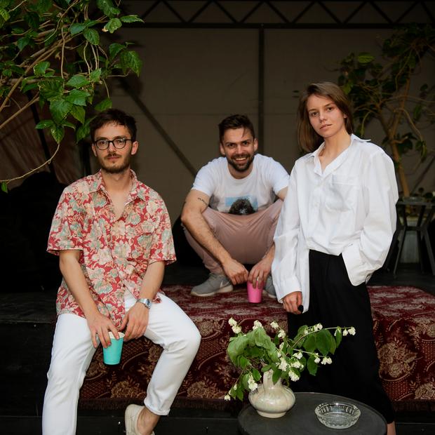 Трое друзей открыли в центре Минска новое заведение прямо во дворе — Новае месца на The Village Беларусь