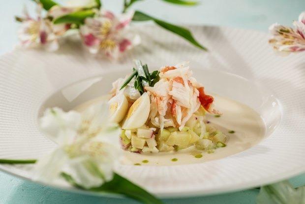 5 рецептов интересных холодных супов, чтобы освежиться в жару — Рэцэпты кухараў на The Village Беларусь