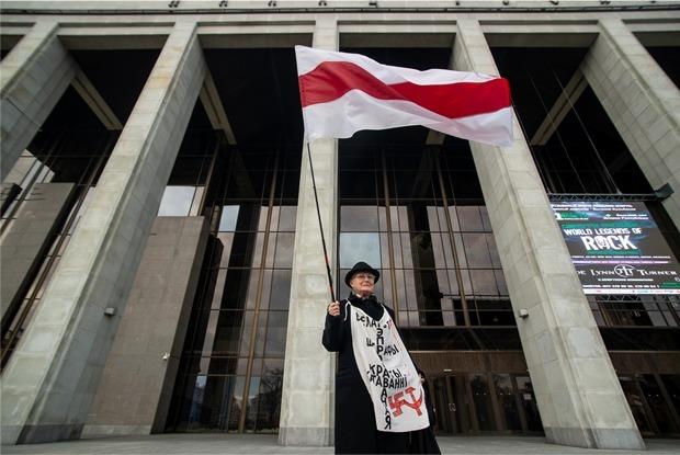 «Порвали фото Путина»: Беларусы рассказывают, как сходили на 5-часовой митинг, который не разогнали — Рэакцыя на The Village Беларусь