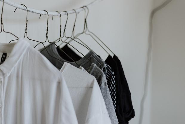 «Я зашиваю колготки и носки»: Почему важно чинить одежду, а не выбрасывать — Карысная звычка на The Village Беларусь