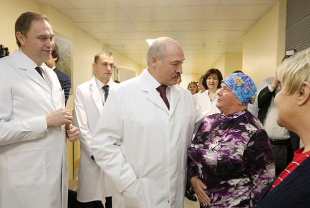 «Мы забудем этот страшный сон»: Проверили прогнозы про коронавирус от Лукашенко и правительства — Сітуацыя на The Village Беларусь