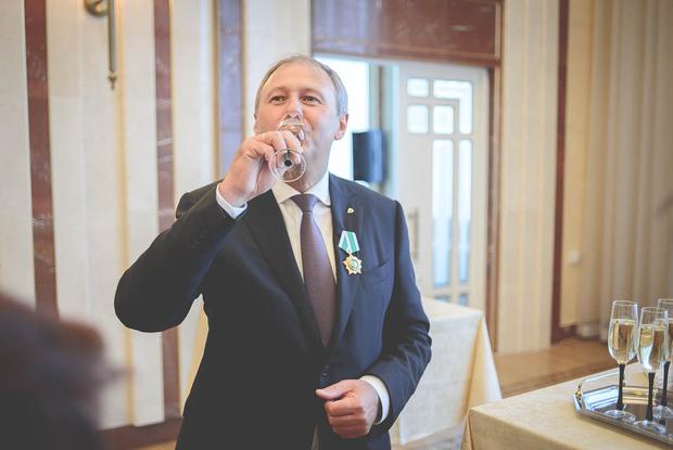 «Президент ревнует»: Зачем Лукашенко уволил чиновников прямо накануне выборов — Дзяжурны па горадзе на The Village Беларусь
