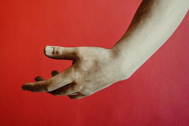 «Никогда не трогаю руками то, что приносят»: Врач рассказал о том, как берут взятки