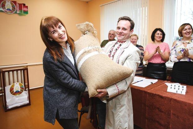 «Я выбираю накидаться»: Как соцсети смеются над вчерашними выборами — Рэакцыя на The Village Беларусь