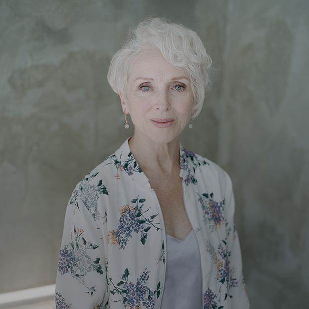 «Не стоит сравнивать себя с молодыми женщинами»: 69-летняя модель из Минска о своем стиле — Знешні выгляд на The Village Беларусь