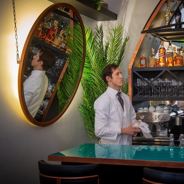Открылся новый бар Алексея Садового с афродизиаками «Невыносимая легкость бытия»  — Новае месца на The Village Беларусь