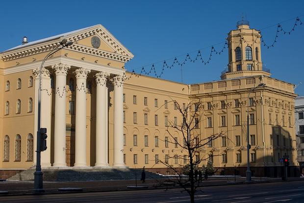 «Днем в камере приткнуться некуда»: Адвокат рассказал, как задерживали и содержат Виктора Бабарико — Інтэрв'ю на The Village Беларусь