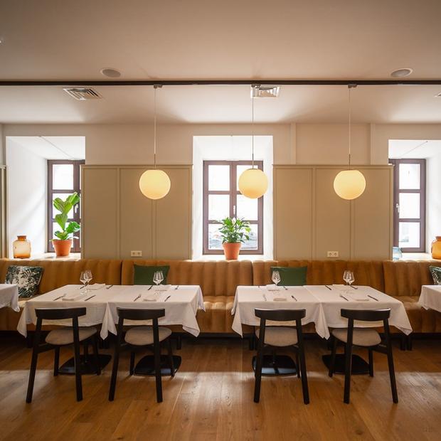 Фоторепортаж из ресторанов и баров Минска: Посмотрели, сколько людей теперь ходит в заведения — Дзяжурны па горадзе на The Village Беларусь