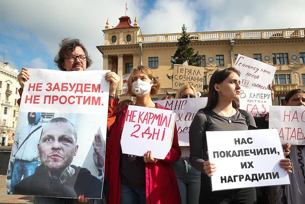 «Боялась спать с открытым окном»: Беларусы о том, как помогали пленникам Окрестина, рискуя свободой — Aрхітэктура на The Village Беларусь