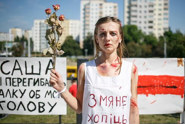 «Видел, как он надел презерватив на дубинку»: Новые доказательства — власти лгут, что пыток не было — Што робiцца на The Village Беларусь