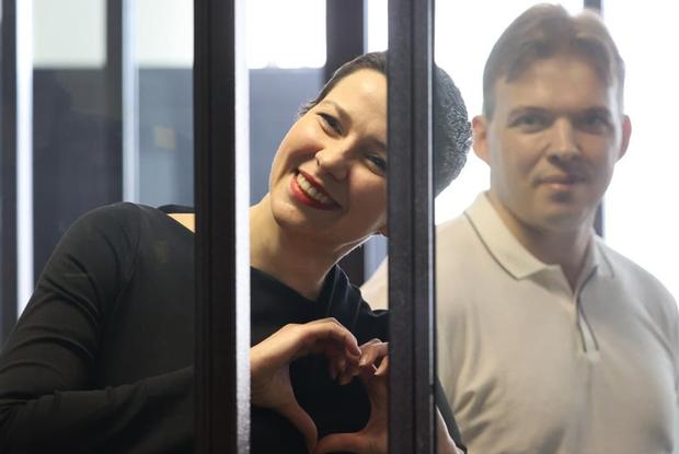 «Жаль, это не могут видеть»: Адвокат Колесниковой рассказал, что происходит на суде, куда не пускают — Што робiцца на The Village Беларусь