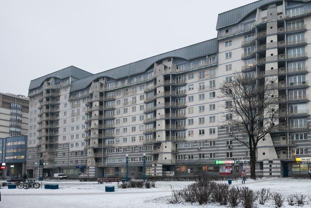 «Страшно здесь ночевать»: Я живу в престижной многоэтажке, которая вся потрескалась — Дзе ты жывеш на The Village Беларусь