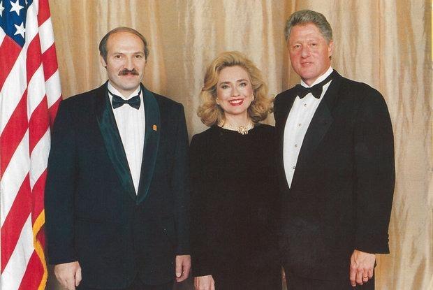 «Лукашенко хочет продлить свой срок до 10 лет»: Рассекречена переписка Лукашенко и Клинтона
