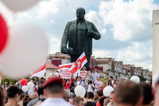 «Новый взрыв протестов неизбежен»: Почему беларуский протест сдуется, только когда победит — Меркаванне на The Village Беларусь
