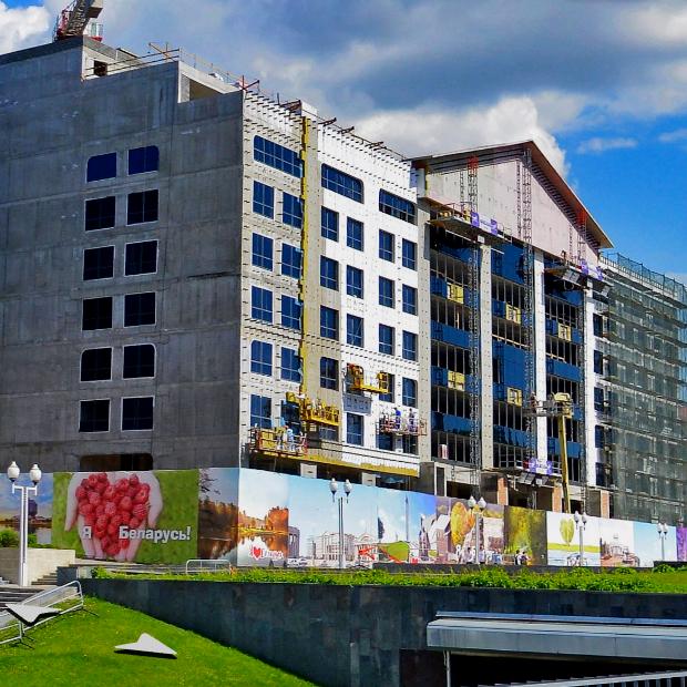 Здание-«гроб», интерьеры «Динамо» и айтишник в халате и тапочках: Разглядываем новые панорамы Минска