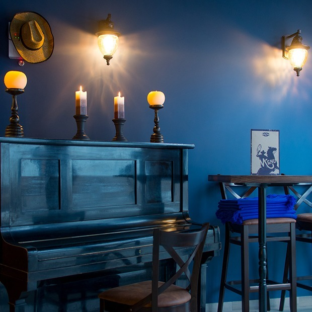Стейки, буррито и пианино: В Музыкальном переулке открылся «Honky Tonk piano bar»  — Новае месца на The Village Беларусь