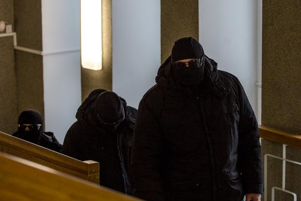 «С праздником, красауцы!»: Вспомним, чем полгода занималась милиция вместо своей работы — Свята на The Village Беларусь