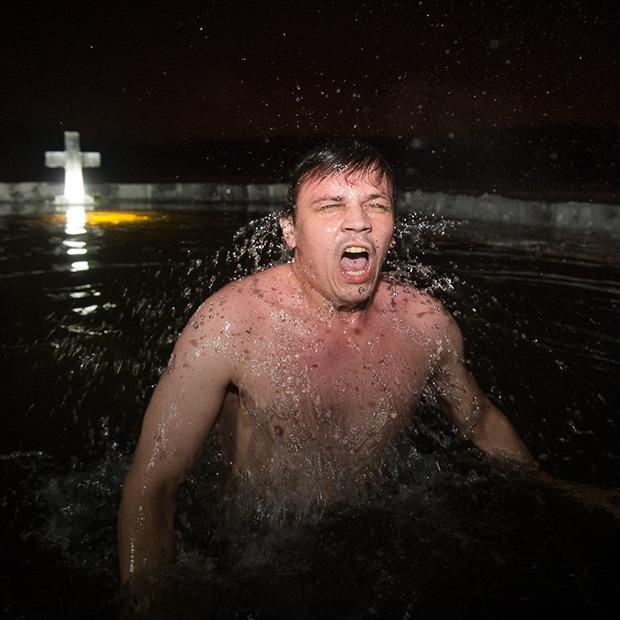 Как раздеты минчане, которые ныряли в воду на Крещение