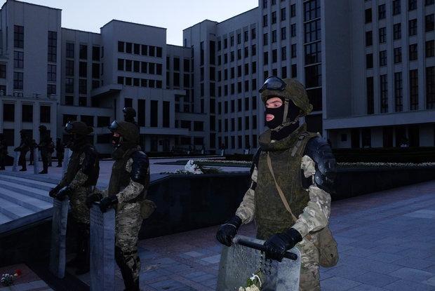 «Милиционер о*уел»: Беларусы о том, как решили не убегать от ОМОНа на протестах и что из этого вышло — Асабiсты вопыт на The Village Беларусь