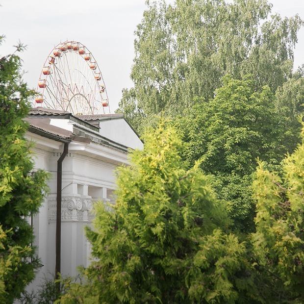 «Можно по шуму определить, в каком посольстве сегодня тусовка»: Я живу напротив Дипсервис Холл — Дзе ты жывеш на The Village Беларусь