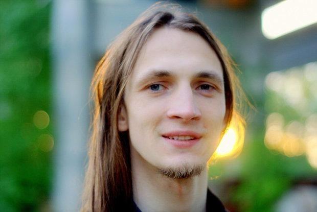 «Били как-то вяло»: История парня с завода, который начал бастовать одним из первых — Асабiсты вопыт на The Village Беларусь