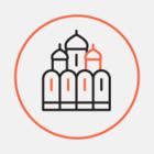 На башню Красного костела подняли три огромных колокола