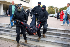 «Хватит путать конституцию и проституцию»: Как выглядел юбилейный, 50-й день протестов в Минске