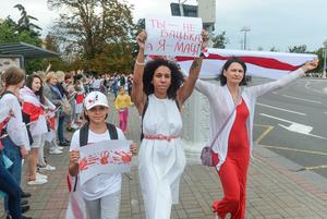 «Следственный комитет больше не возбуждает»: Как тысячи смелых беларусок маршировали в центре Минска