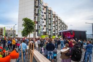 «Мы имеем право сами менять город»: Учёная провела интересное исследование дворовых тусовок и чатов