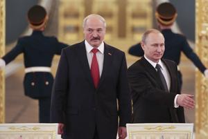 «Есть карта, как Медведеву пойти на **й»: Как соцсети возмущаются из-за общей валюты c Россией