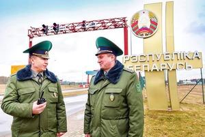 «Дайте им Оскар»: Как беларуские пограничники снимают странные видео, которые оказываются фейками