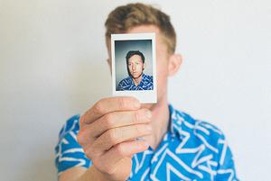 «Разреши себе скучать»: Почему нужно избавиться от привычки фотографировать все подряд