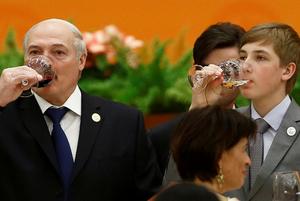 «Страница в интернете у меня есть»: Что постят в соцсетях от имени Александра и Николая Лукашенко